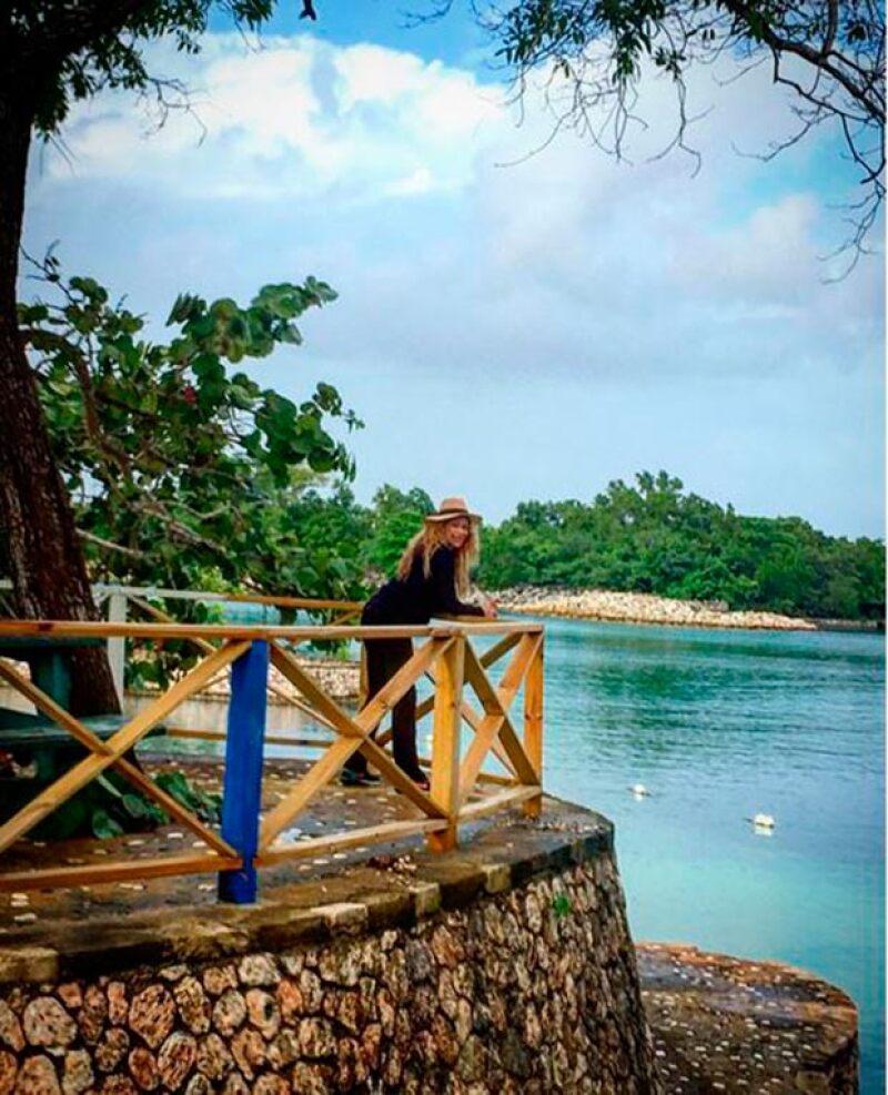 La cantante está disfrutando de los ultimos días del año en la isla, donde, además de relajarse, ha presumido su embarazo.
