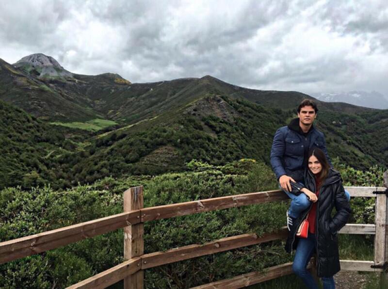 Ximena Navarrete publicó está foto con su novio, con quien se comprometió en agosto.