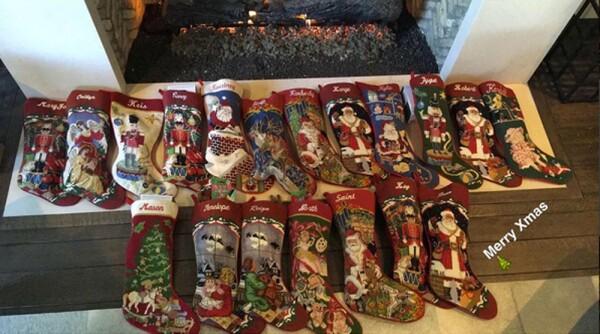 Botas navideñas en casa de Kris Jenner