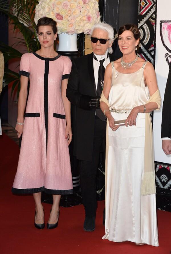 El representante de Chanel, Carlota Casiraghi y la princesa Carolina.