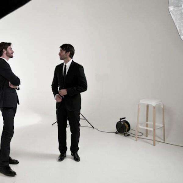 Cory Cresco y Hugo Wacogne, compiten con su empresa Coloürs, firma dedicada a la publicidad y entretenimiento público.