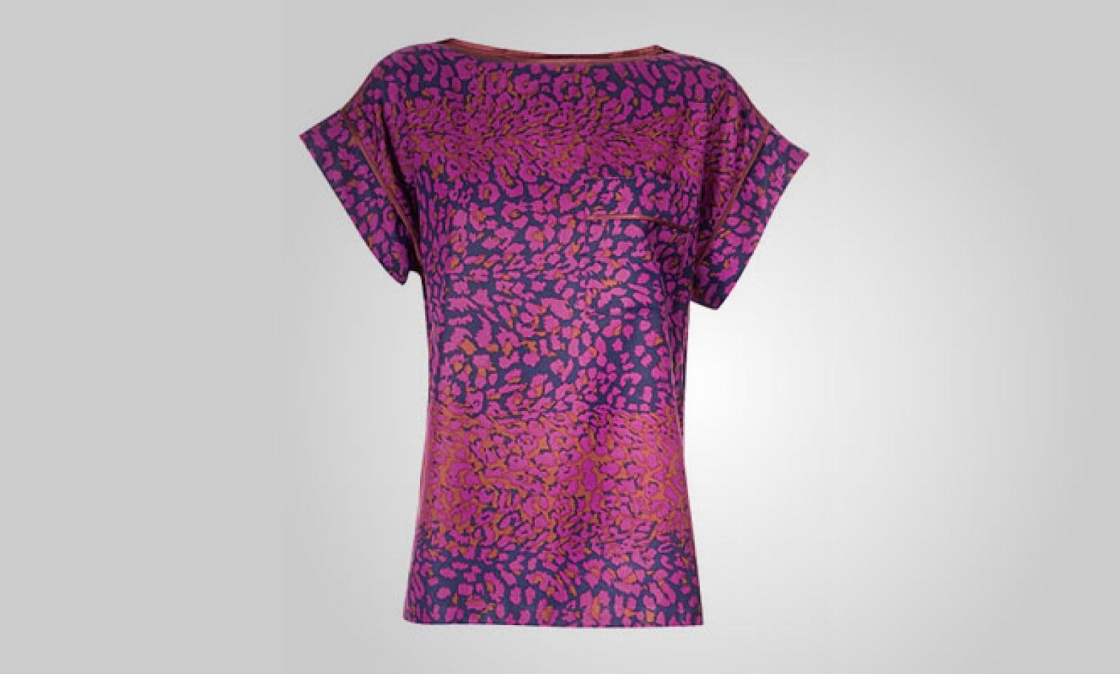 Esta blusa en colores azul y violeta, fabricada en algodón, te envuelve en un estilo fresco y juvenil.