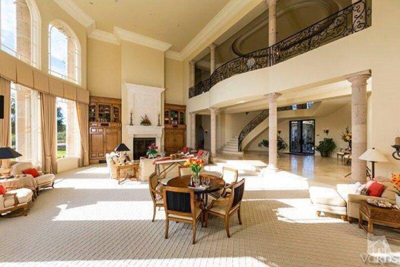 En su interior, la casa cuenta con cinco cuartos.