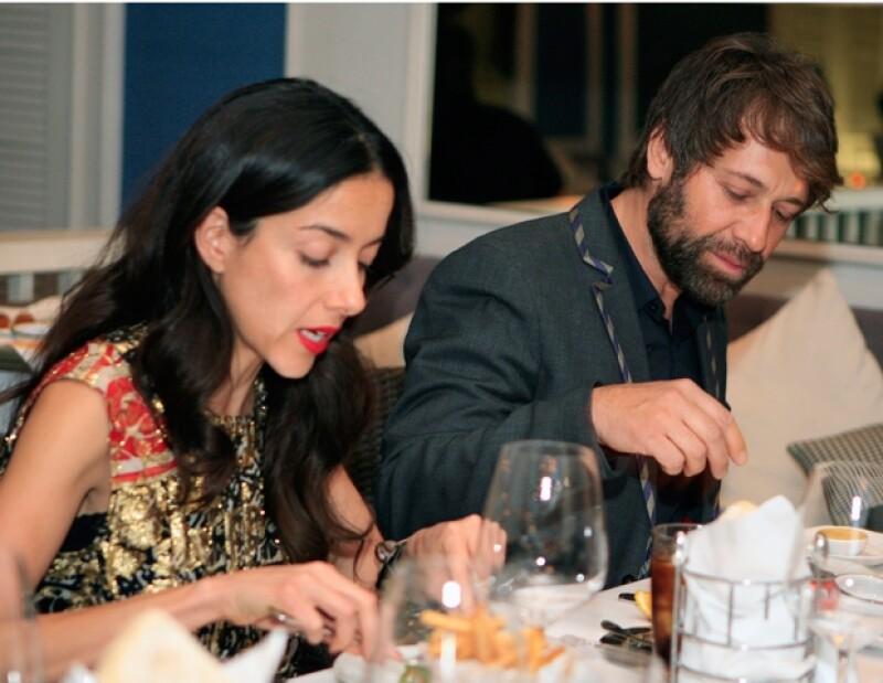 Cecilia Suárez y Juan Manuel Bernal se sentaron en la mesa principal.