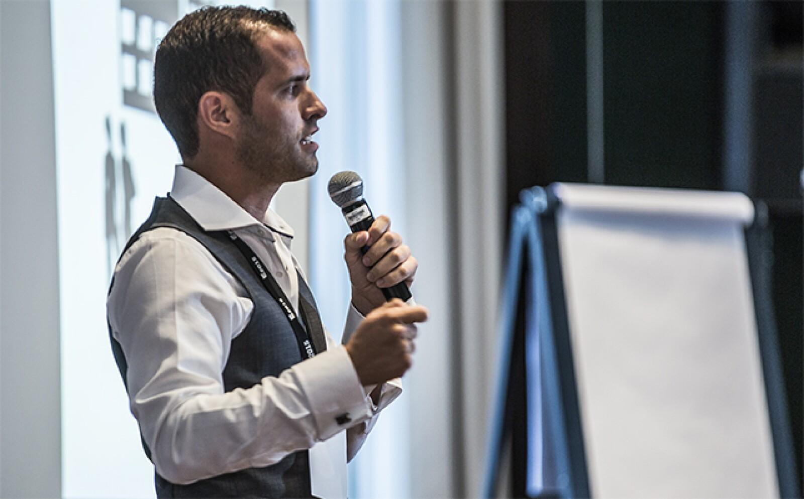 El emprendedor de Lácteos Ticoy, Jorge Arteaga, contó al resto de los finalistas su intención de crear una empresa para poder tener su propio equipo de Nascar y cómo fue que el sueño se desvaneció.