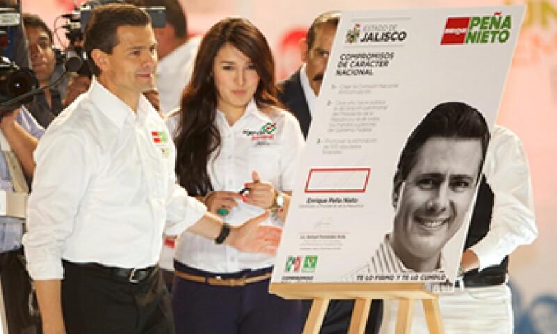 Enrique Peña Nieto encabezó este viernes una marcha por la paz y la esperanza en Guadalajara. (Foto: De enriquepenanieto.com)