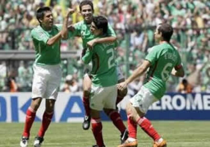 Israel Castro hizo vibrar al Estadio Azteca con su anotación en el primer tiempo. (Foto: Reuters)