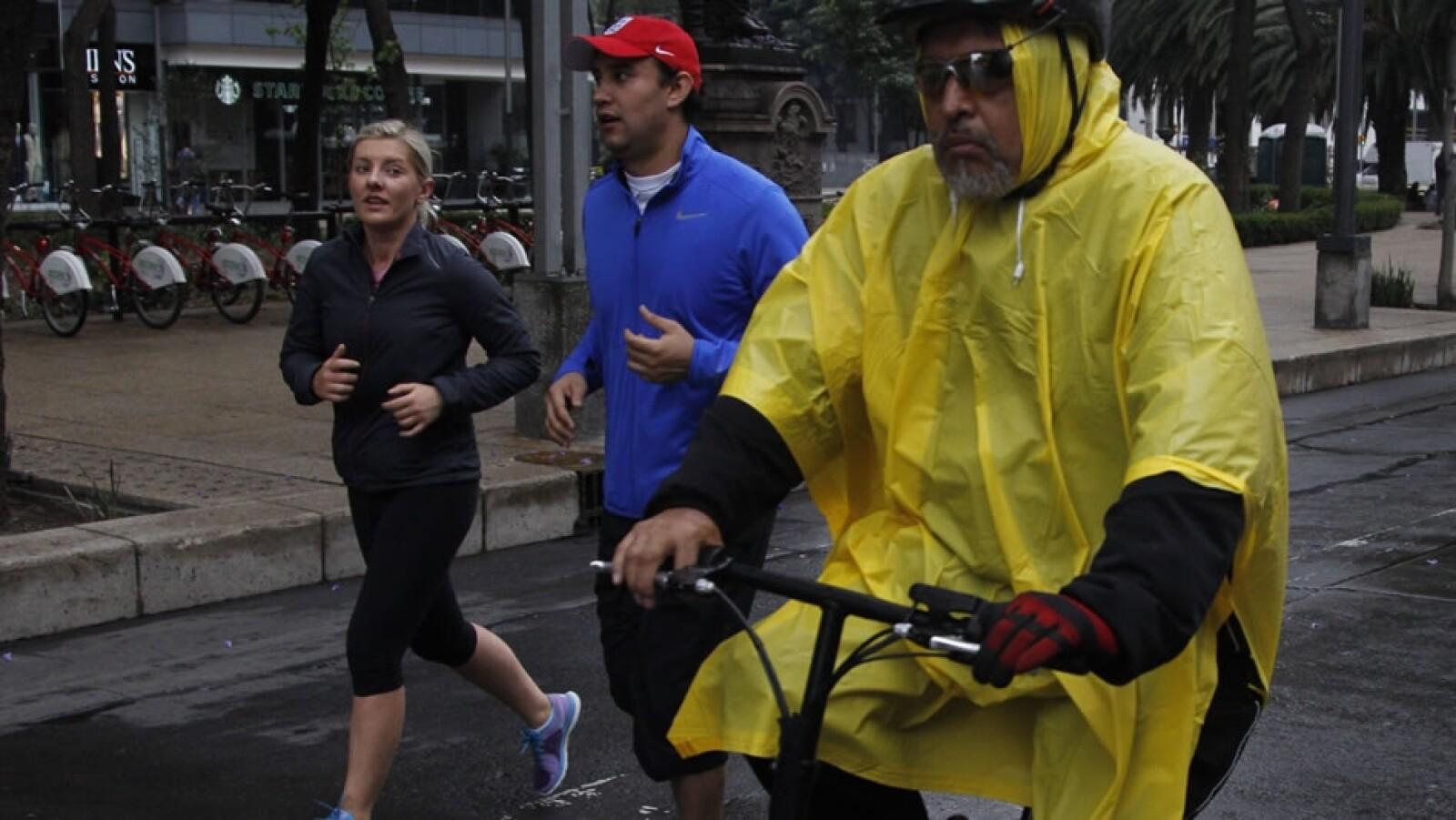 El clima adverso en la capital del país no impidió que algunos deportistas salieran a ejercitarse