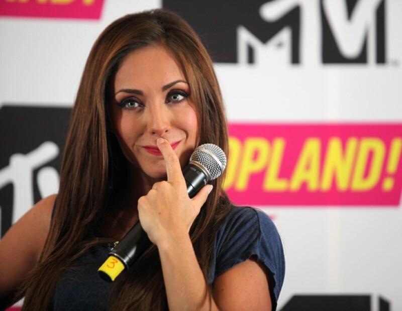La bella intérprete no cerró la posibilidad de participar en un capítulo de la telenovela Popland