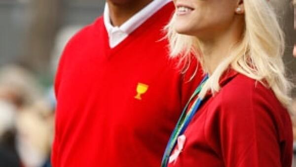 Los abogados del número uno del golf mundial y Elin Nordegren anunciaron en una declaración escrita que el divorcio se formalizó el lunes en un tribunal del condado Bay.