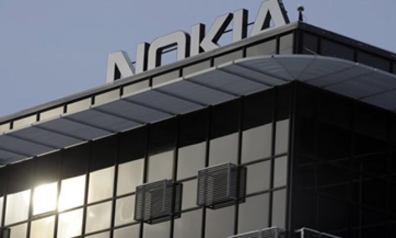 Nokia reportó este miércoles que su modelo Lumia 900 pierde la conexión de los datos. (Foto: AP)