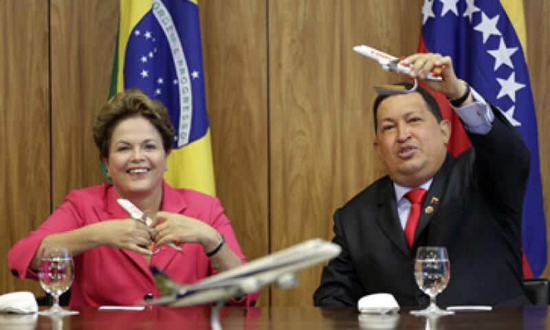 Hugo Chávez fue recibido este martes por su homóloga brasileña Dilma Rousseff. (Foto: Reuters)