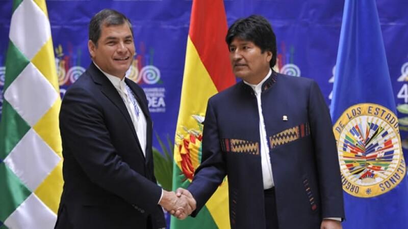 Evo Morales recibe a Rafael Correa