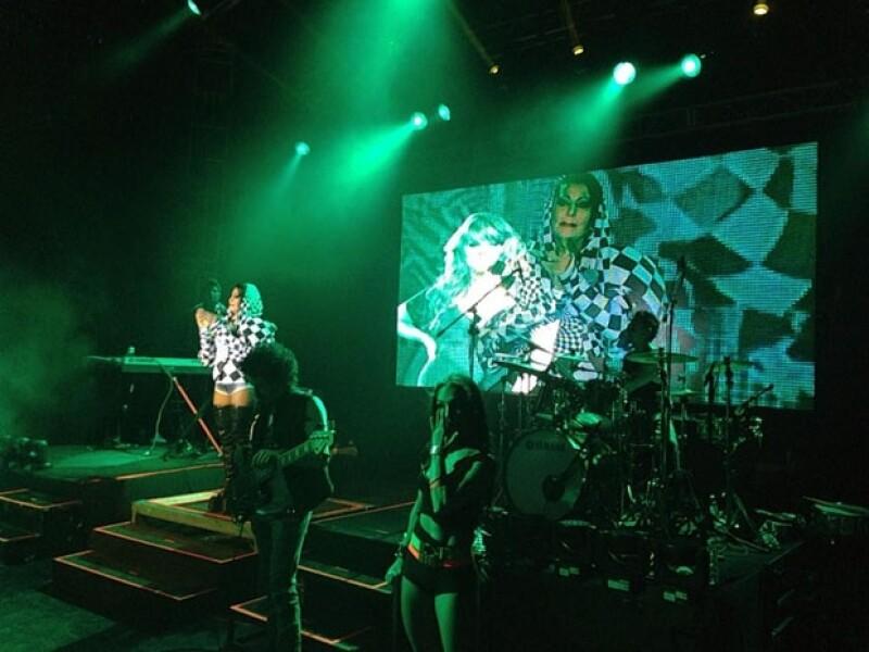Durante su presentación en la Feria de Chiapas 2012, `La Guzmán´ proyectó una imagen de su amiga en la pantalla gigante.