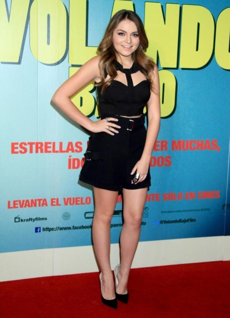 La actriz se ha apropiado de las nuevas tendencias y, de acuerdo con su asesor de moda, ella busca prendas que destaquen sus cualidades físicas, en este caso sus piernas.