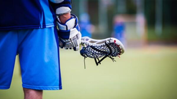 Los jugadores profesionales de lacrosse perciben un salario anual muy bajo, por lo que tienen que buscar un segundo empleo. (Foto: Shutterstock)