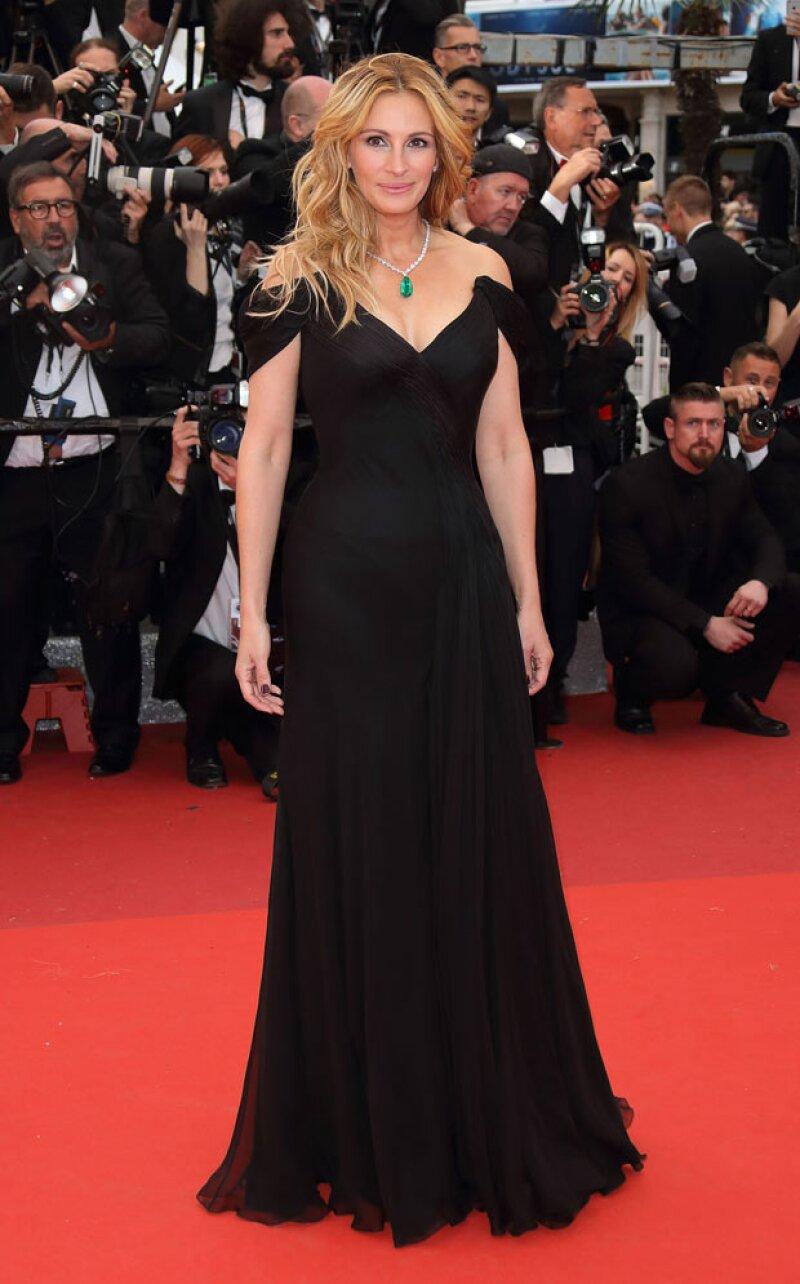 La actriz de Hollywood desfiló por primera vez en el festival de cine francés y lo hizo de la forma más inesperada.