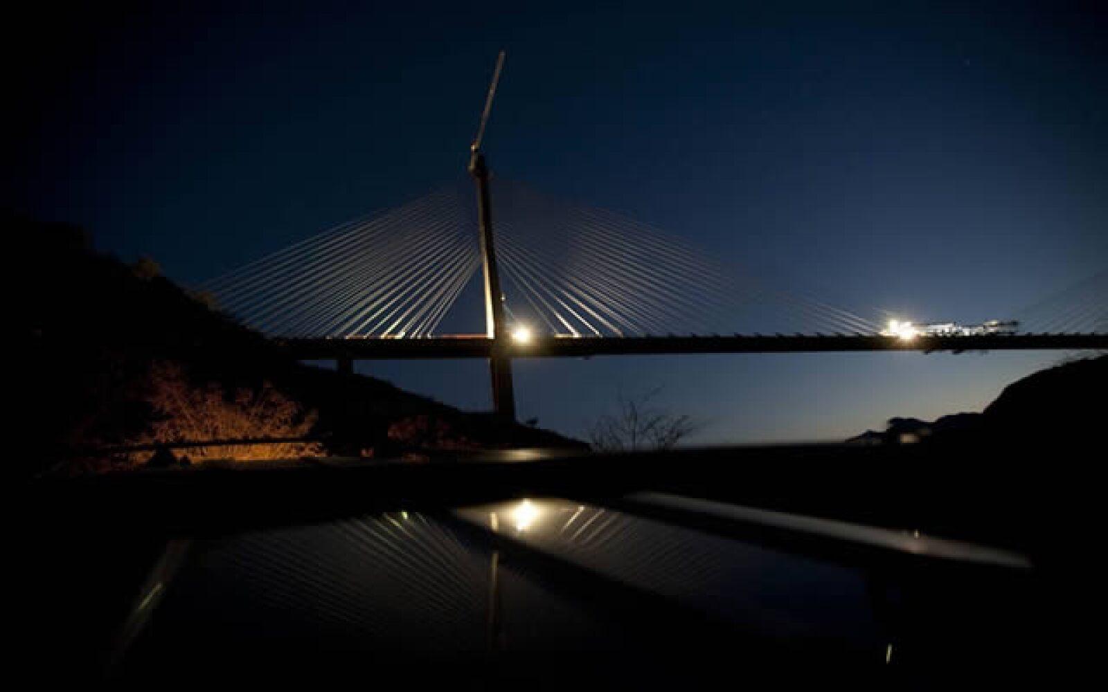 La obra en total cuenta con 61 túneles y 115 estructuras entre pasos, puentes y viaductos.