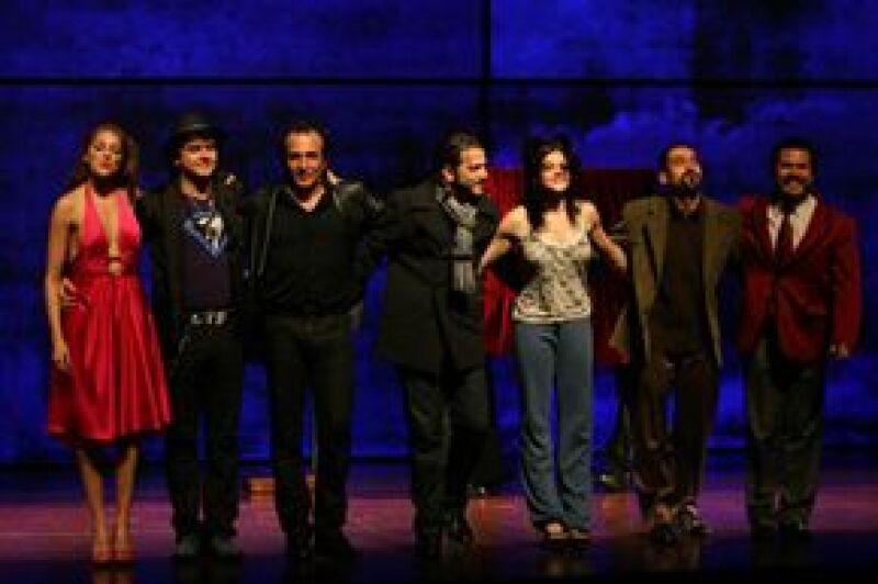 El actor de 'Babel' apoyó a su amigo en su última representación en la ciudad de México de la obra 'El buen canario', la cual se va de gira por el país.
