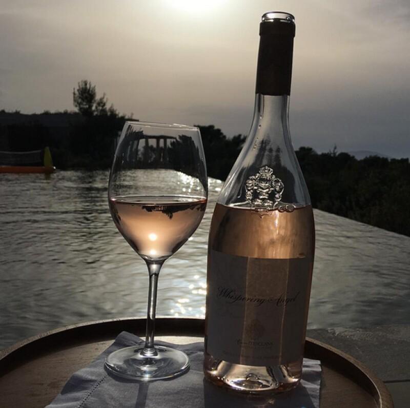 David compartió esta botella de vino que seguro disfrutó a la orila de la alberca.