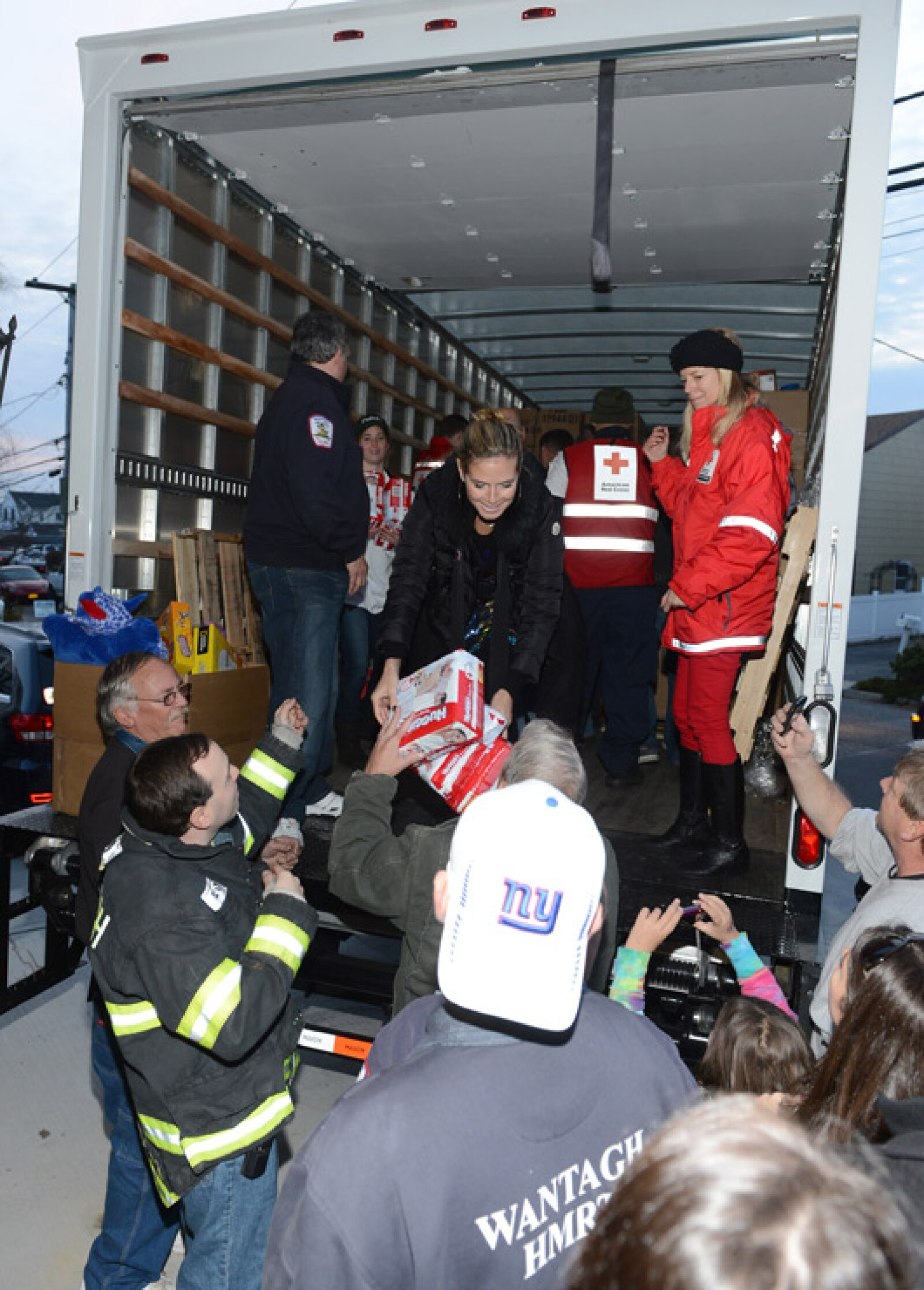 Heis¡di Klum ayuda a los damnificados del huracán Sandy.