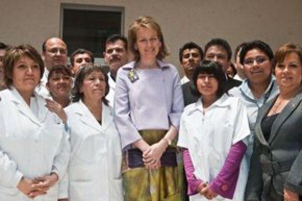 La princesa conoció el trabajo que realizan organizaciones sociales a favor de los enfermos de VIH-Sida en el DF.
