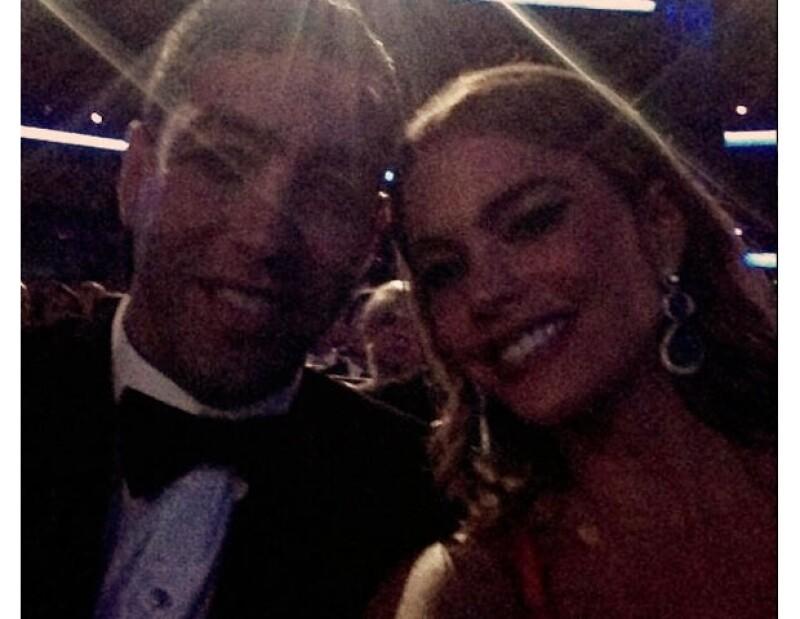 """""""Los Emmy están empezando"""", compartió la estrella colombiana en la imagen con Nick Leob."""