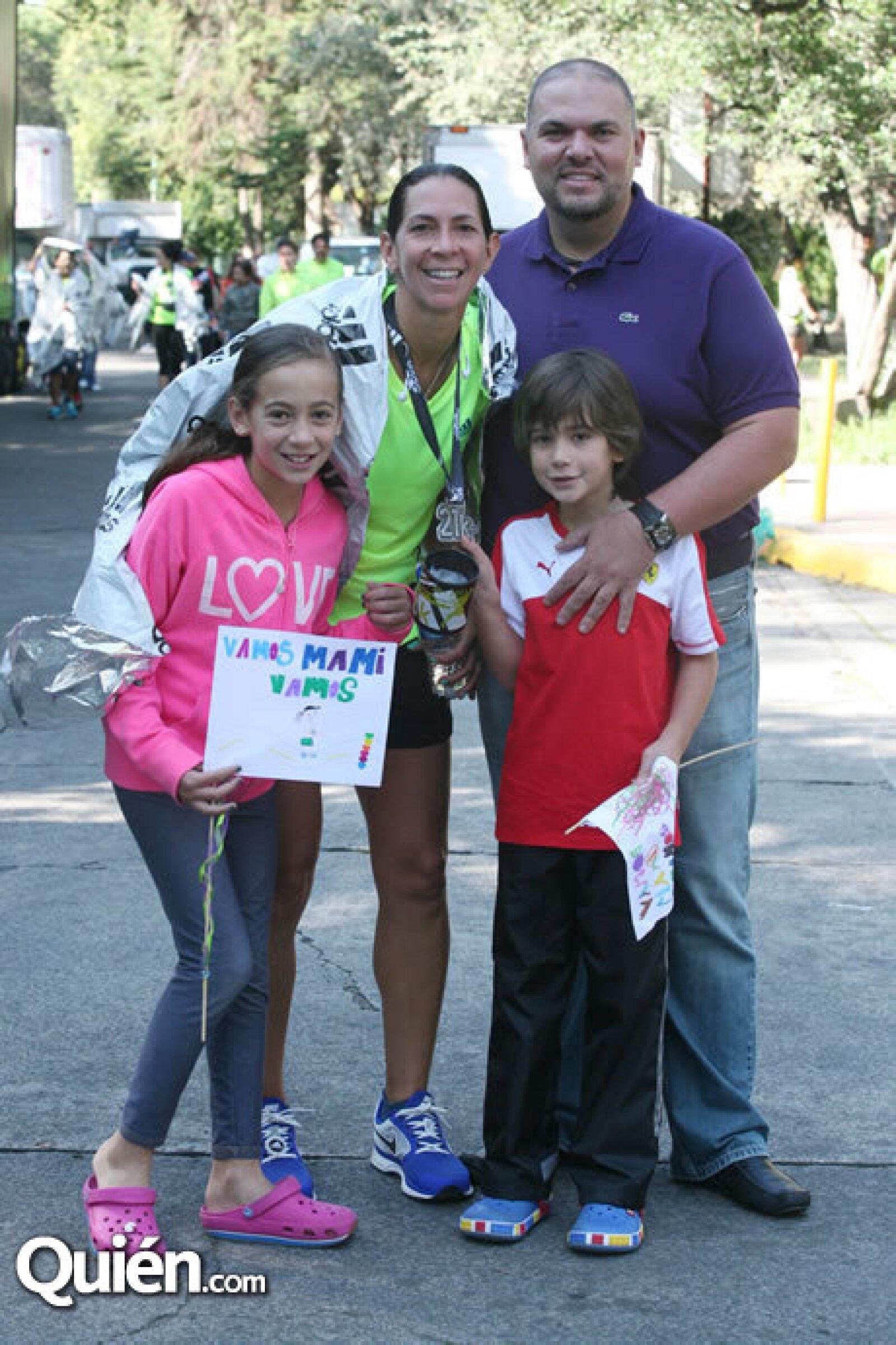 Valentina, Mónica, Emiliano y Jorge Karam