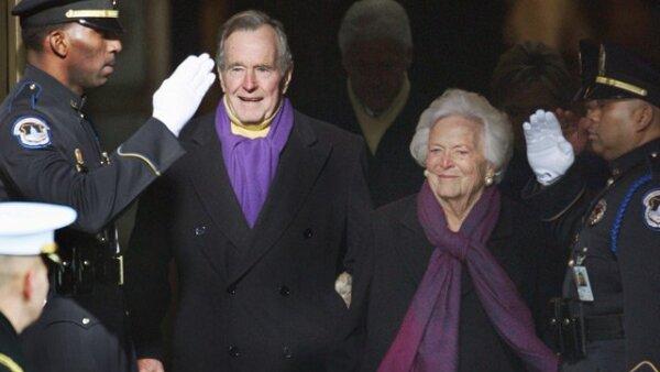 El ex presidente estadounidense George H.W. Bush y su esposa, Barbara.