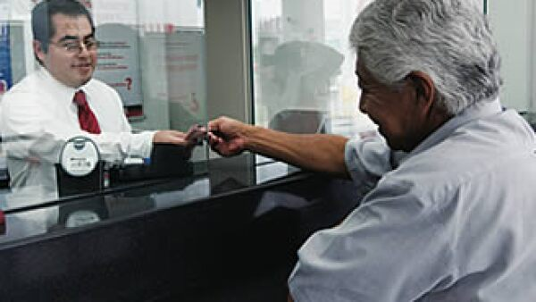 La banca dejará de cobrar 3,127 mdp con la eliminación de 9 comisiones. (Foto: Grace Navarro)