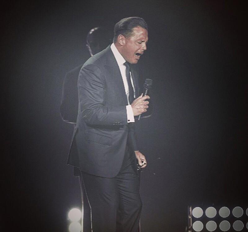 Una laringitis es la razón médica por la que el cantante se ha visto obligado a suspender dos de sus shows, situación que no había ocurrido en sus más de 30 años de trayectoria.
