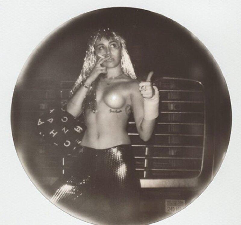 Durante su show de Art Basel, Miley mostró sus atributos.
