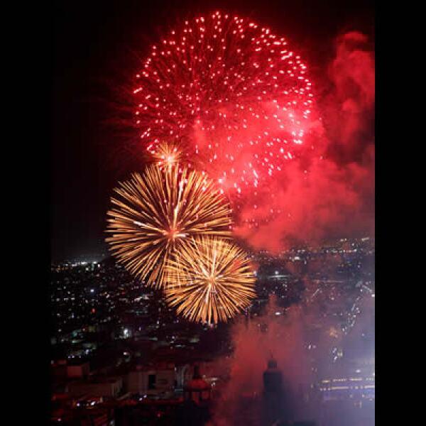El espectáculo del fuego surcó los cielos de la capital mexicana.