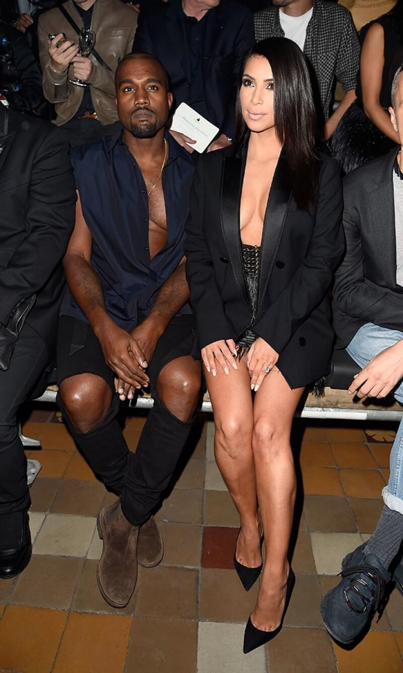 Kim y Kanye llamaron la atención con reveladores outfits.