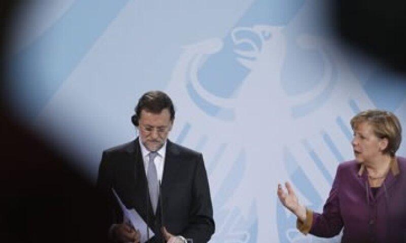 Merkel celebró los ajustes realizados por el nuevo Ejecutivo español para reducir el déficit. (Foto: Reuters)