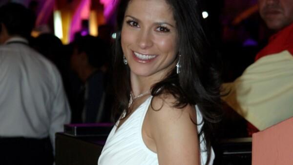 La cantante lucirá el día de su boda un vestido del diseñador español, Manuel Mota.