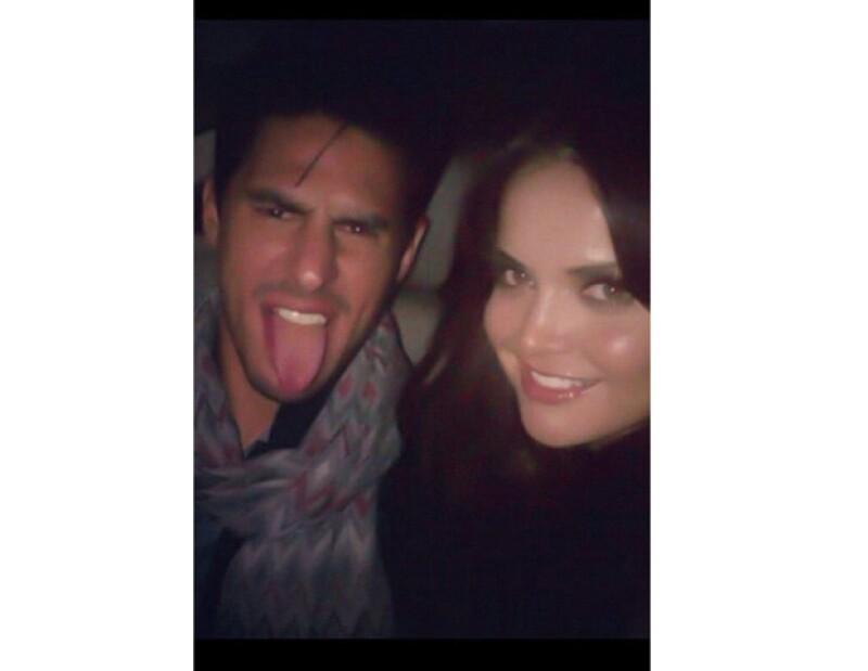 La conductora de Televisa Deportes subió esta fotografía a su cuenta de Twitter para demostrar lo enamorada que está de su actual pareja, el futbolista Rafa Márquez Lugo.