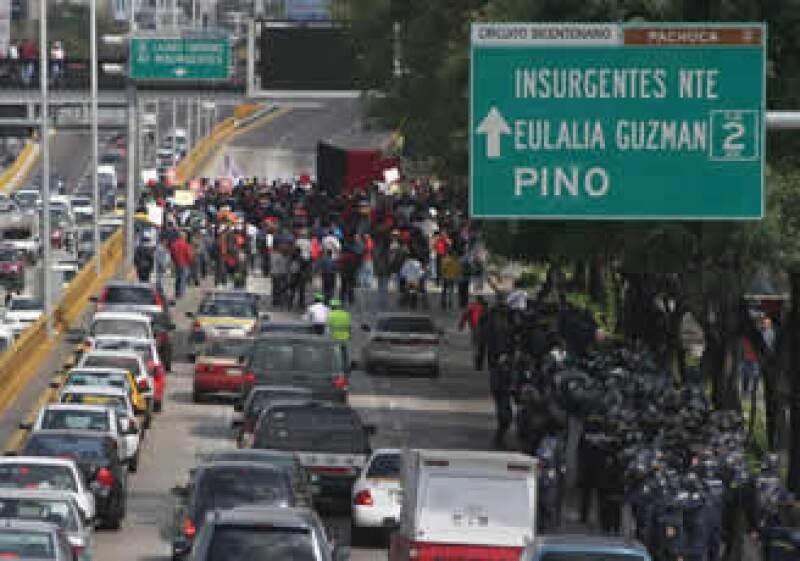 Durante la mañana el SME bloqueó el Circuito Interior. (Foto: Notimex)