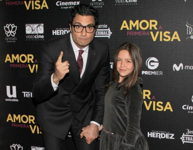 Jaime Camil y Renata Ybarra, su hija en 'Amor a primera visa'.