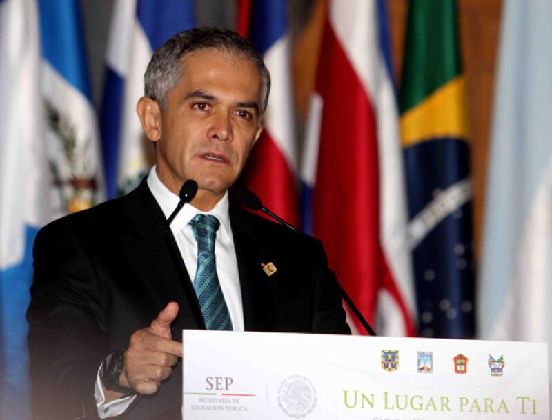 El jefe de Gobierno de la Ciudad de México indica que tiene toda la intención de participar y que lo hará con un proyecto de izquierda.