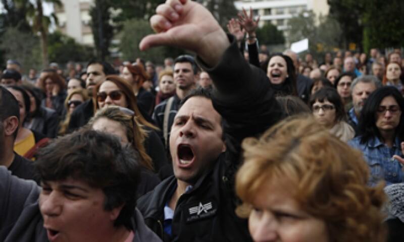 Los inversores están preocupados de que Chipre siente un precedente respecto a los depósitos bancarios privados. (Foto: AP)