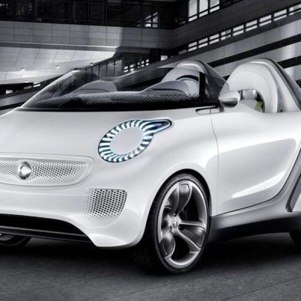 Smart, uno de los primeros autos eléctricos en el mercado, también evoluciona y ahora exhibe un nuevo modelo, que recarga  por completo su batería tan sólo en 45 minutos.