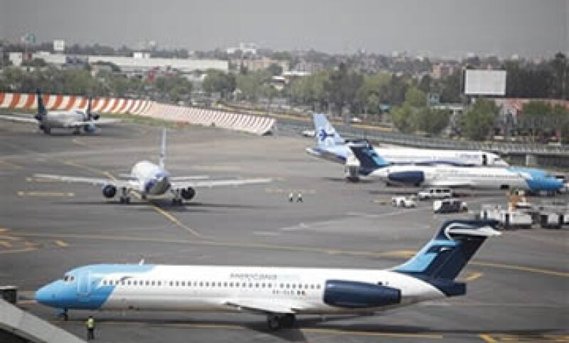 Fuentes cercanas a Mexicana de Aviación revelaron que el traspaso de las acciones de la aerolínea se pactó en 9 millones de dólares más IVA. . (Foto: AP)