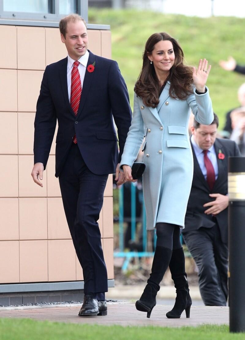En un compromiso con el príncipe Guillermo, Kate Middleton dejó lucir una vez más su embarazo, esta vez más notable en un otoñal outfit.