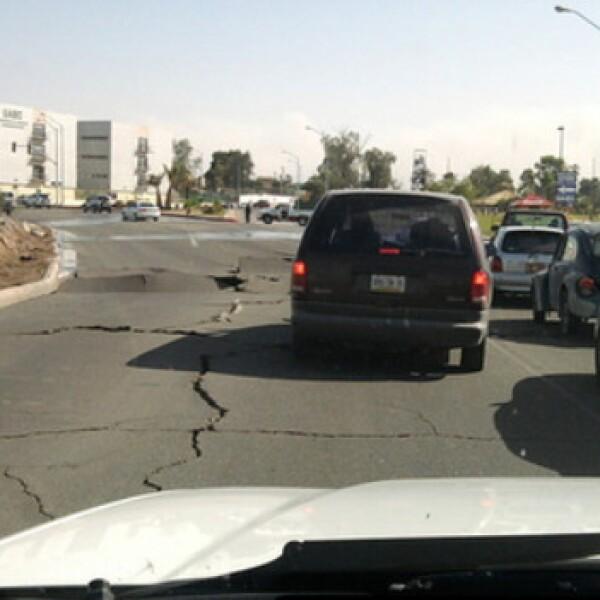 El sismo caurteó el pavimento en caminos y carreteras