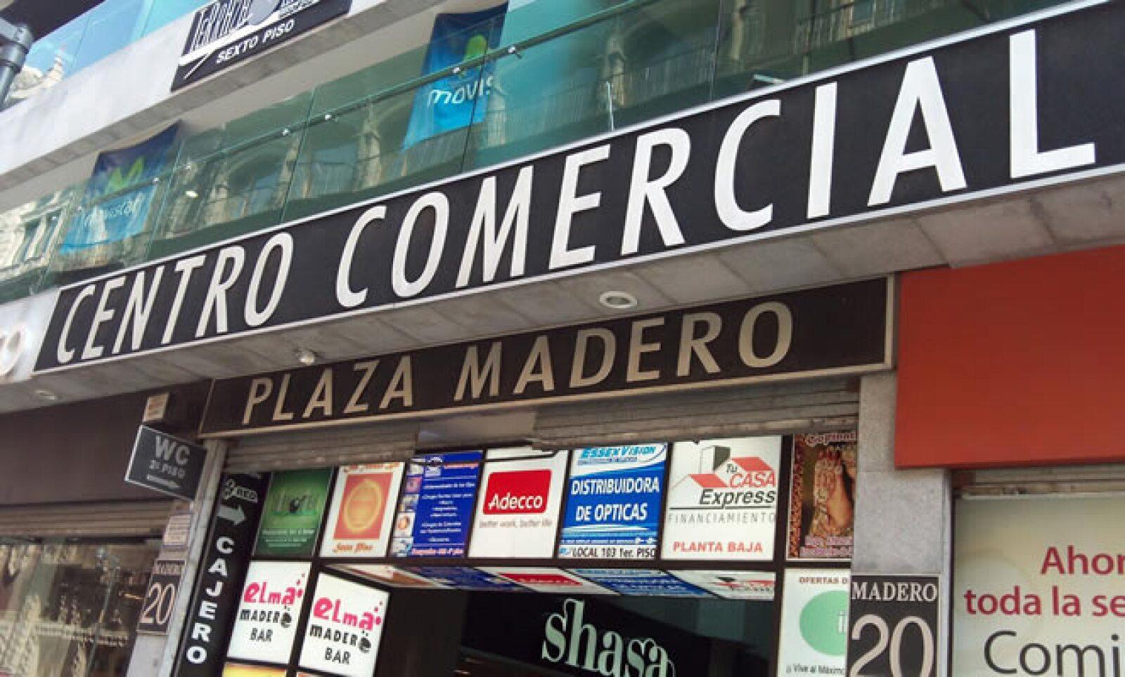 Plaza Madero está ubicada sobre la avenida del mismo nombre, en el centro de la Ciudad de México.