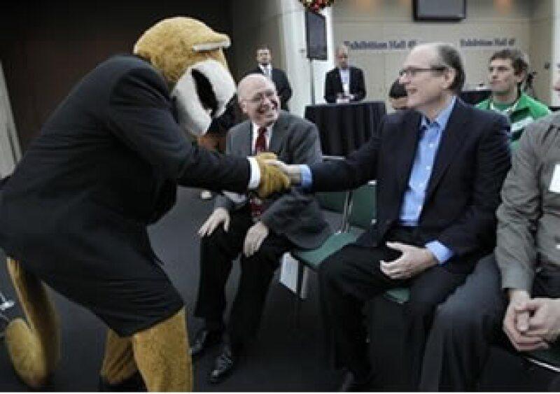 Paul Allen considera que los mensajes instantáneos y compras en línea de varias firmas infringen sus patentes. (Foto: Reuters)
