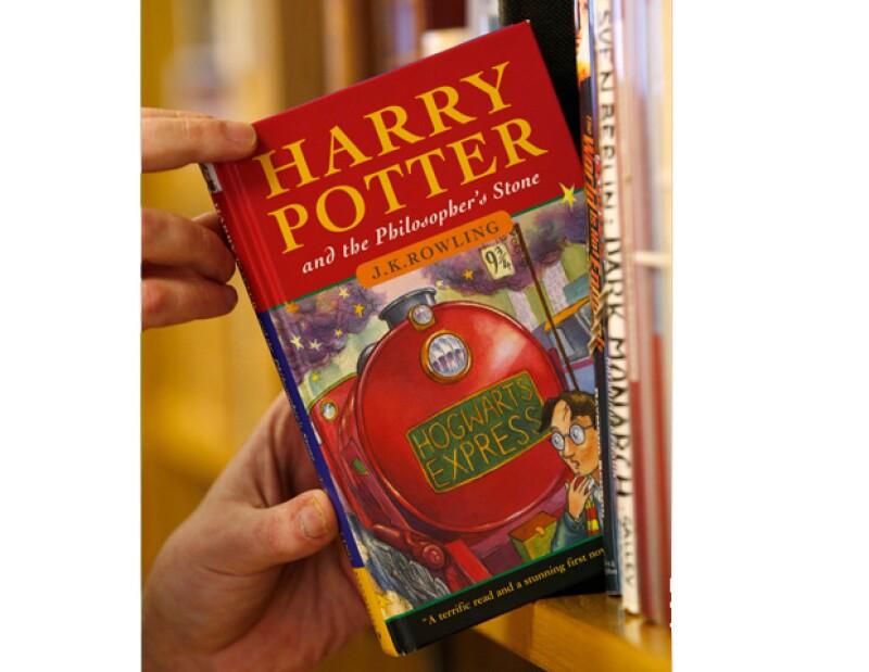 Las siete novelas sobre el famoso niño mago creado por J.K. Rowling están a la venta en forma de libros electrónicos y audiolibros en el cibersitio de la autora, Pottermore.com, se anunció el martes.