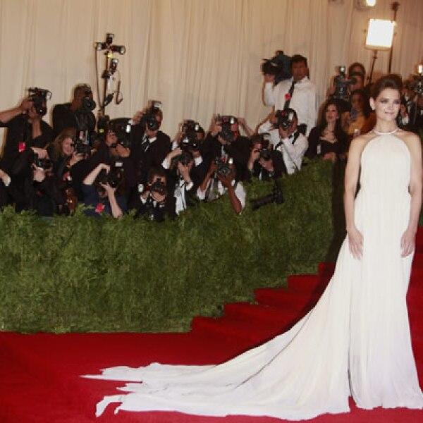 Katie Holmes a su llegada  a la gala benéfica del Museo Metropolitano de Nueva York.