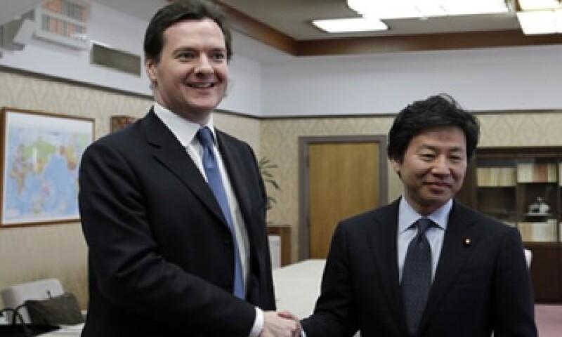 Los ministros de Finanzas de Japón y Reino Unido, Jun Azumi y George Osborne  estuvieron de acuerdo en que los Gobiernos de la eurozona deben de hacer más esfuerzos contra la crisis. (Foto: AP)